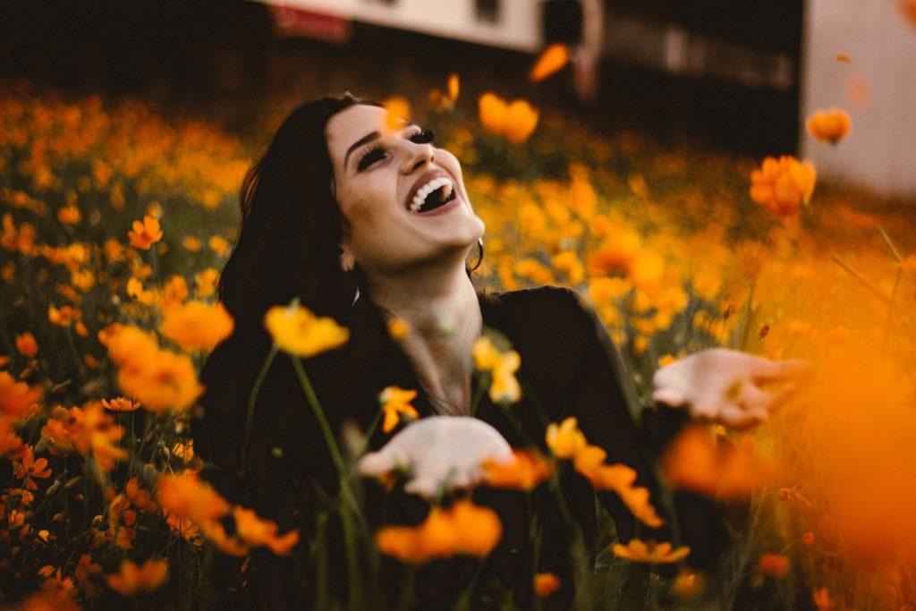 Lachen hebt die Stimmung