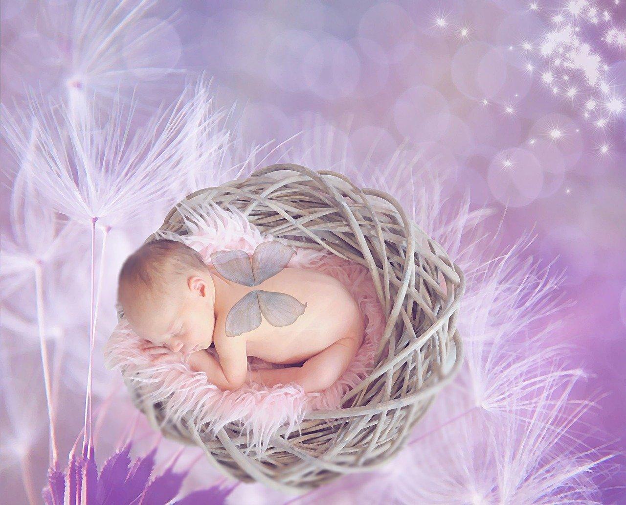 Durchtrennen der Nabelschnur bei Babys