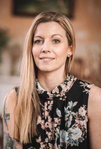 Nina Herzberz, Jenseitsmedium, Kontakte zu Verstorbenen